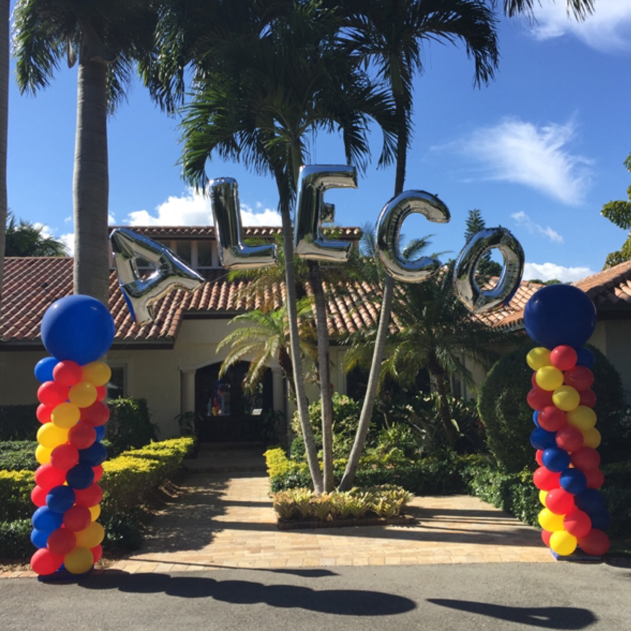 Personalized Name balloon arch wit giant letters