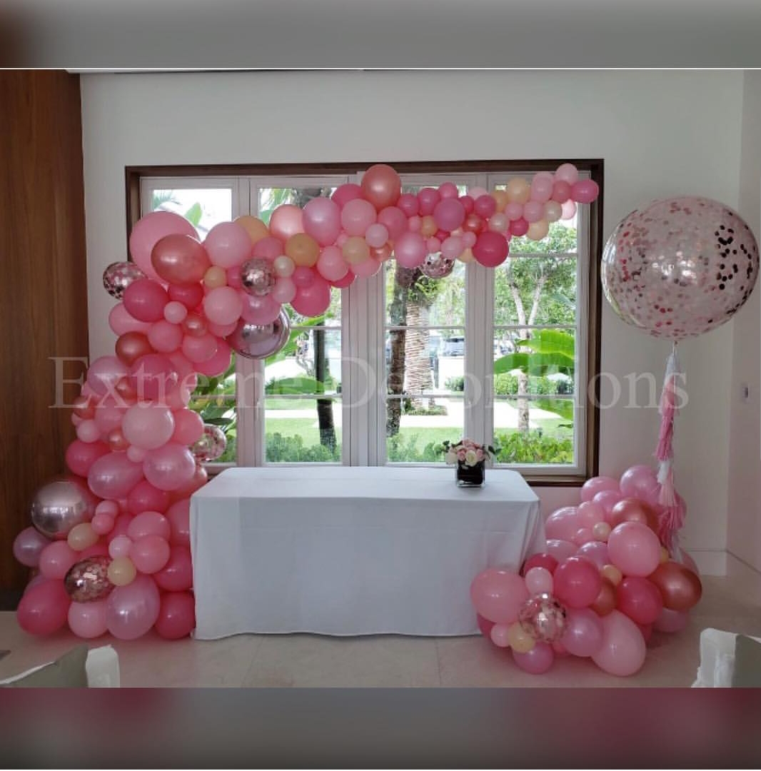 Organic balloon garland with structure