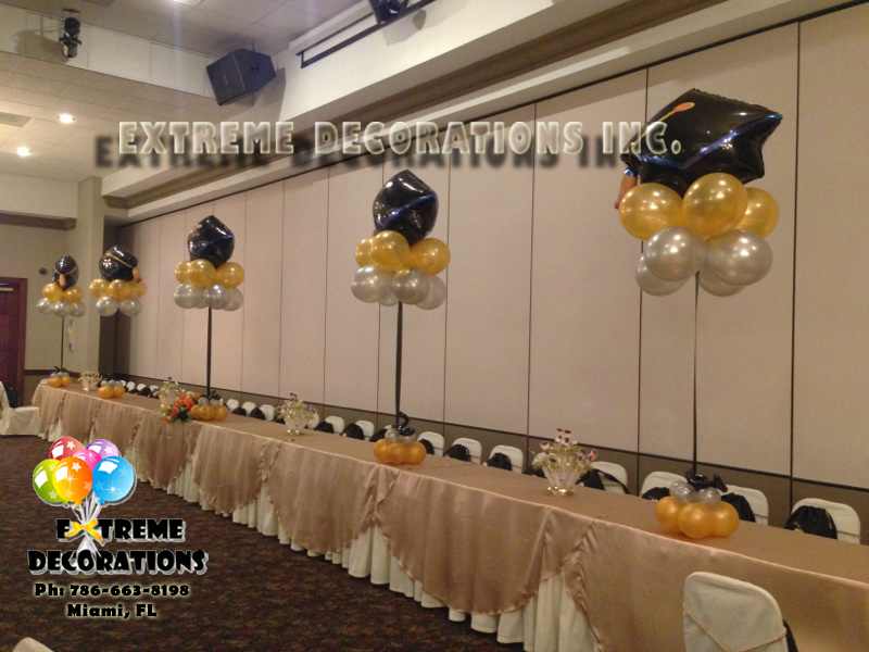 Graduation party balloon centerpieces for Balloon decoration ideas for graduation