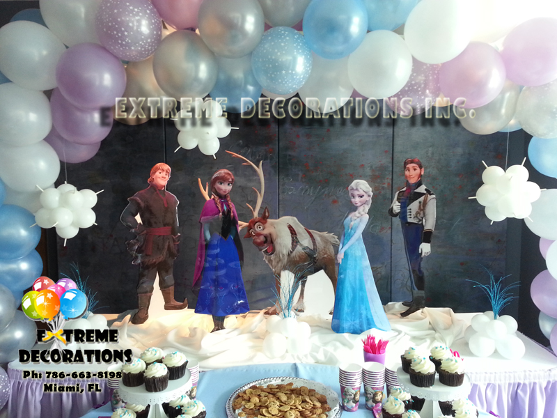 Frozen cake table decoration - Ana and Elsa