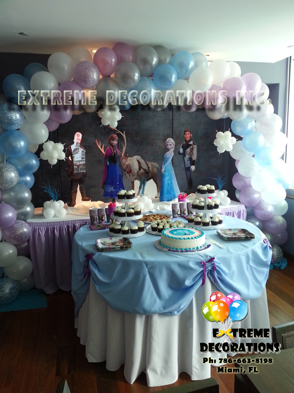 Frozen cake table decoration - kids party decorations in Miami - balloons
