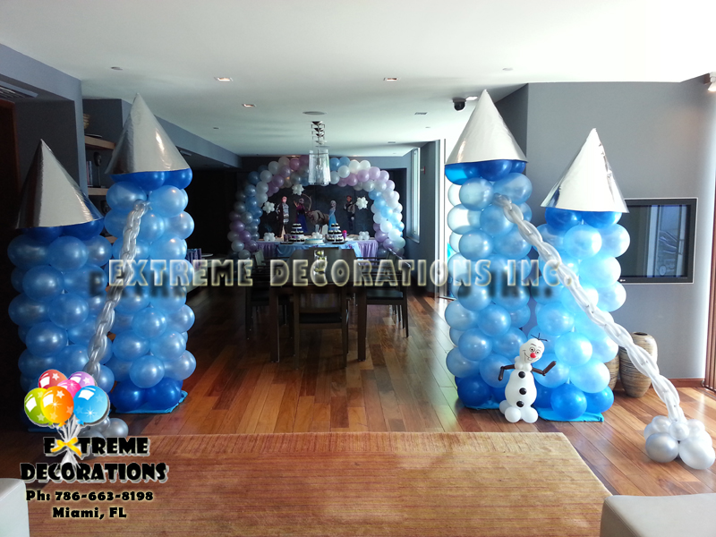 Frozen party decorations - Balloon castle