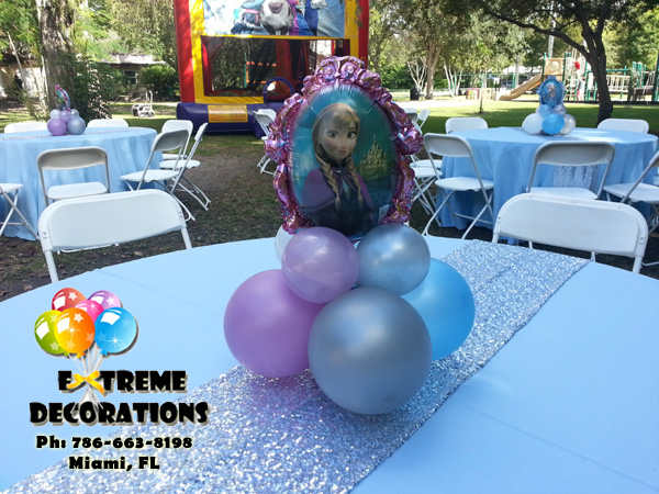 Frozen Ana balloon centerpiece