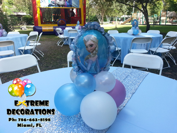 Frozen Elsa balloon centerpiece