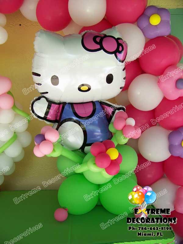 Hello Kitty balloon table arrangement