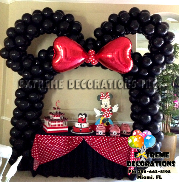 Red Minnie cake table decoration idea