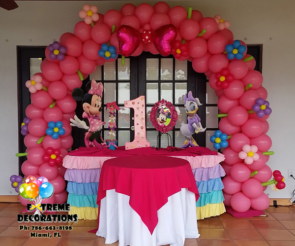 Kids Party decorations - Minnie Bowtique