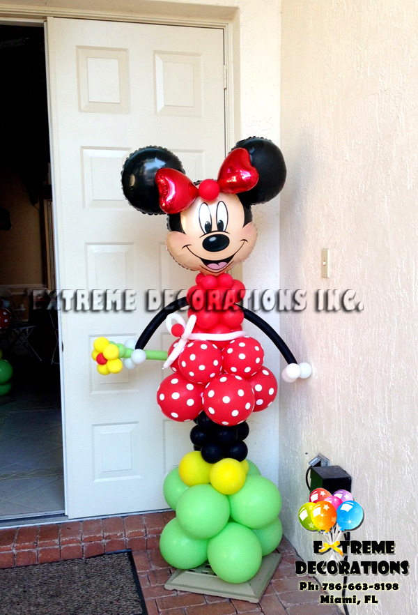 Red Minnie Welcome balloon sculpture