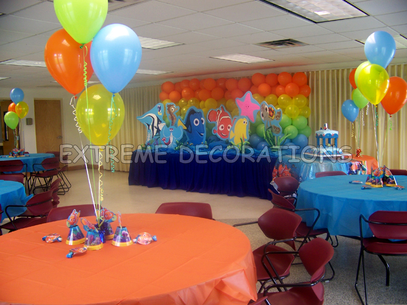 Decorating party tables with balloons photograph nemo main for Baby shower function decoration