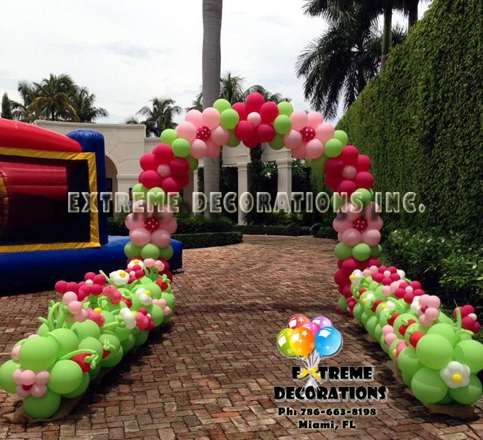 Strawberry shortcake decoration Balloon pathway
