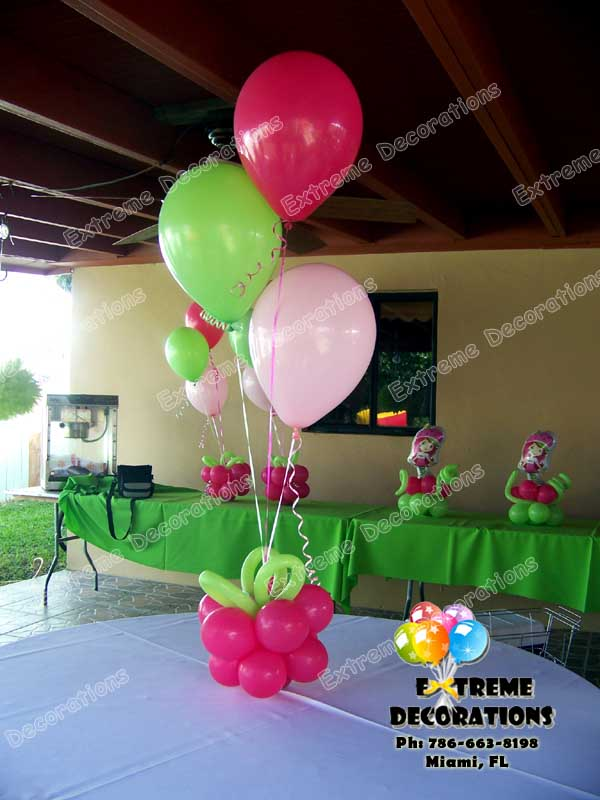 Strawberry shortcake balloon centerpiece