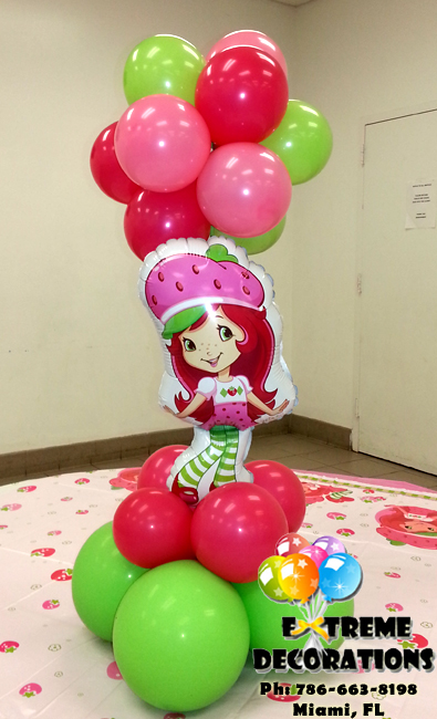Strawberry shortcake topiary balloon centerpiece