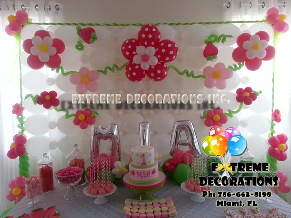 Strawberry Shortcake Flowers balloon wall