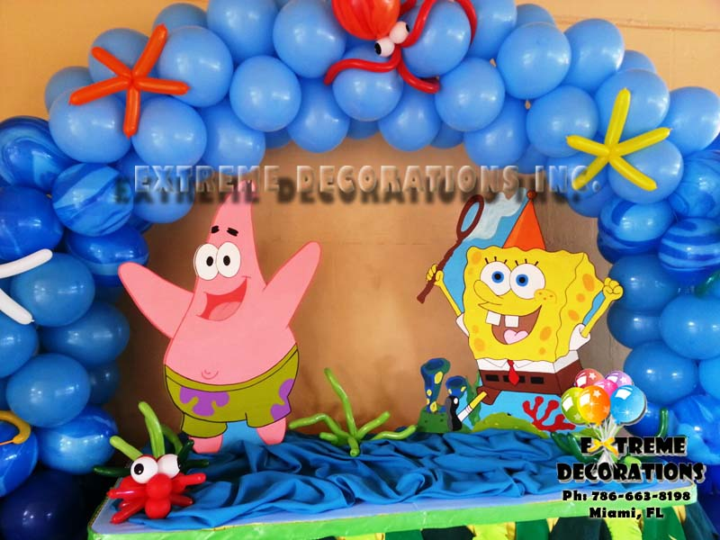 Sponge bob cake table decoration with marine theme balloon arch