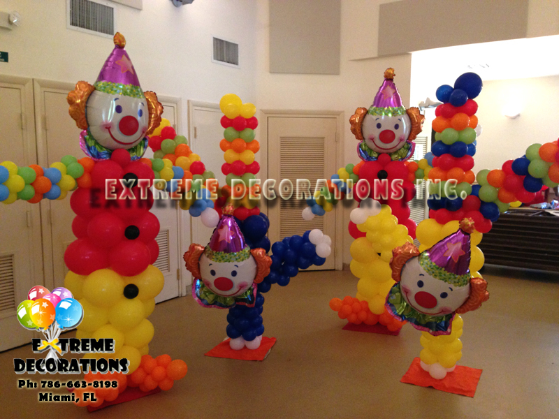 Clowns balloon sculptures