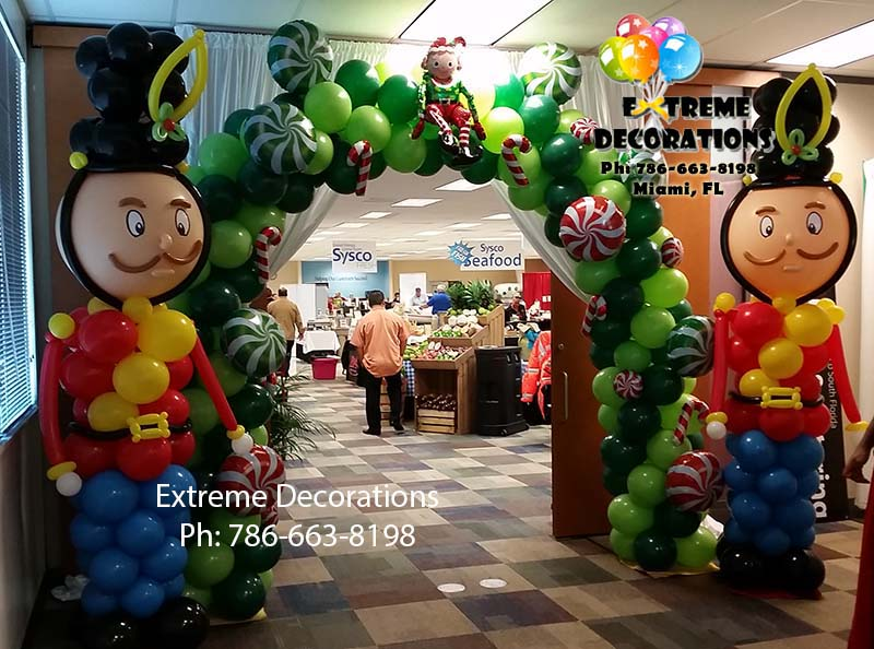 Nut Crackers Christmas balloon sculptures