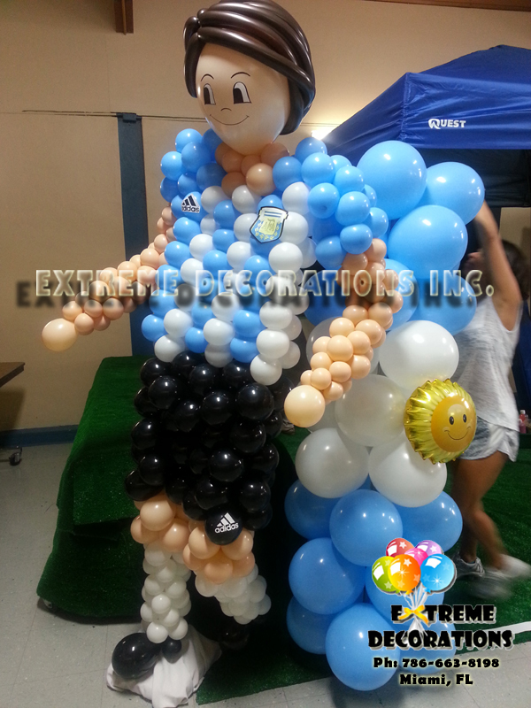 Sports - Argentinian Soccer player balloon sculpture